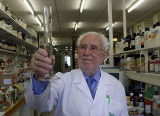 Santiago-Santiveri-Margarit-en-el-laboratorio