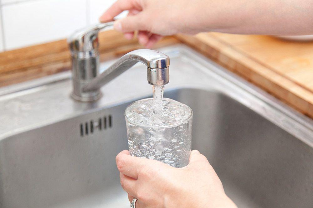 Agua de grifo o agua embotellada cu l bebo bio eco actual - Agua del grifo o embotellada ...