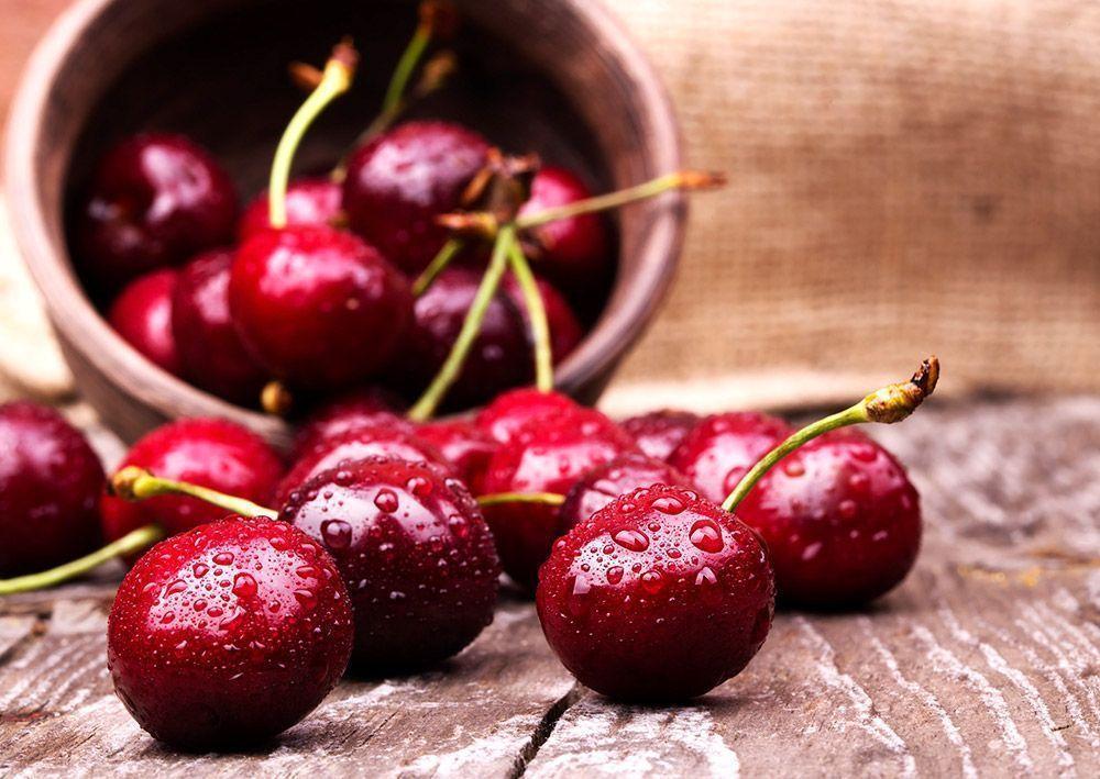 Cereza la perla roja fruta de temporada