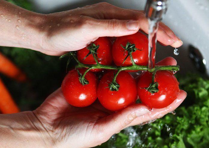 New report: nearly two thirds of pesticides residues in European food are suspected endocrine disruptors Se sospecha que casi dos tercios de los residuos de plaguicidas en los alimentos europeos son disruptores endocrinos
