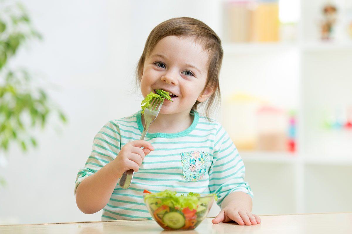 Alimentos crudos en la alimentación infantil
