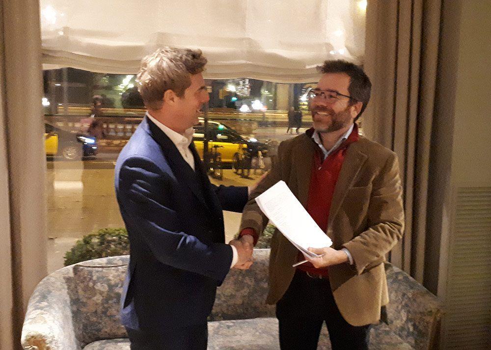 Foto: Firma del acuerdo entre Midsona Deutschland y Biográ en Barcelona. Biográ lanza nuevos productos frescos en BioCultura y anuncia su colaboración con la líder alemana Davert