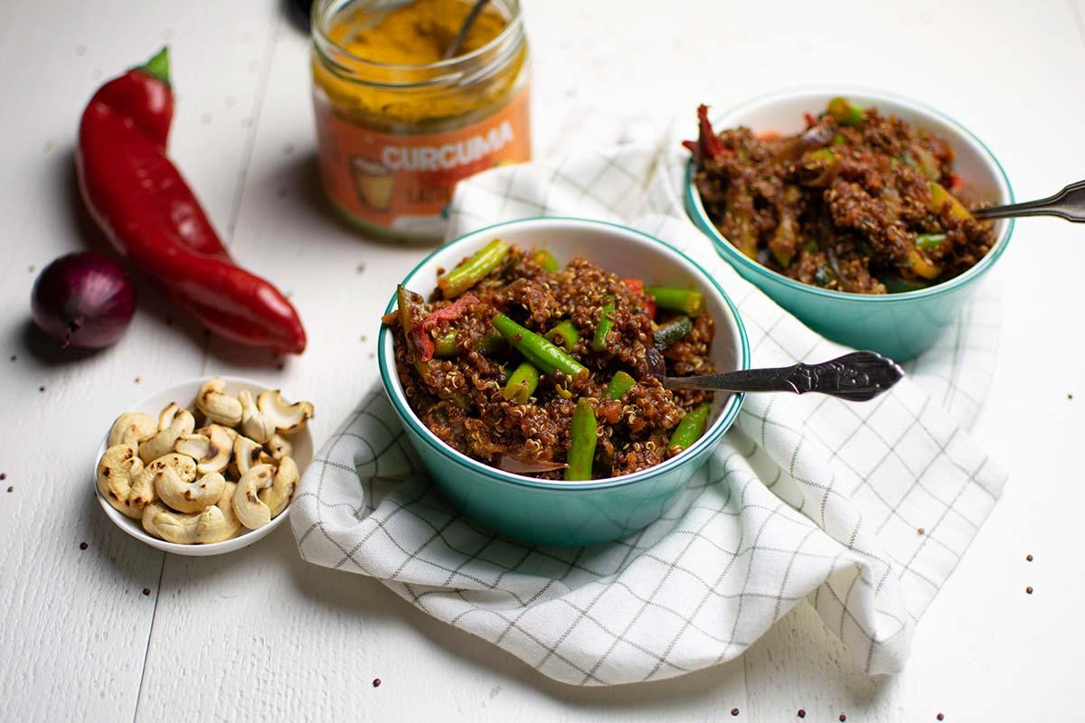Gran cantidad de verduras, especias saludables (¡cúrcuma!) y quinoa rica en proteínas. Te contamos cómo preparar un sabroso salteado de verduras con quinoa.