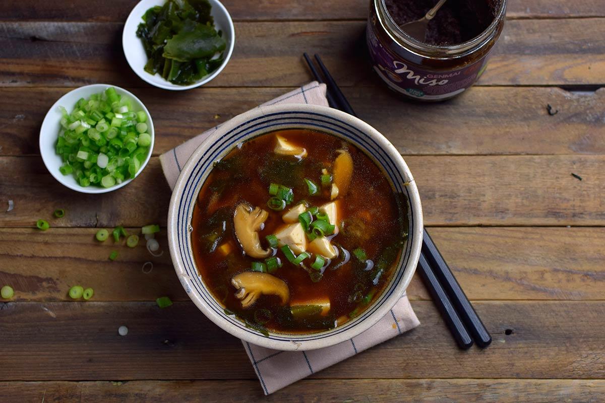 Sopa de miso con algas y shiitake