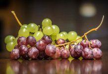 La uva, la fruta con más restos de pesticidas