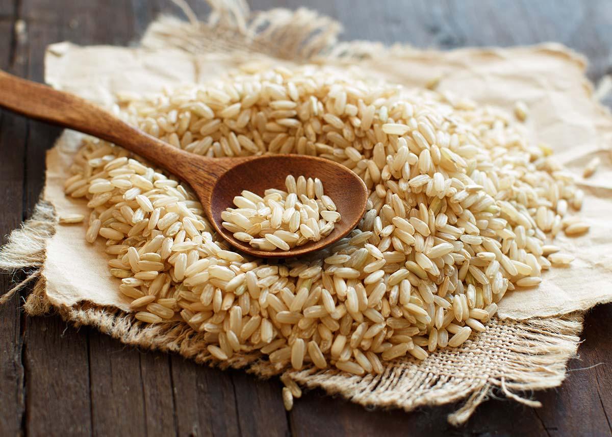 Come arroz entero, integral y de cultivo ecológico, 2-3 veces por semana