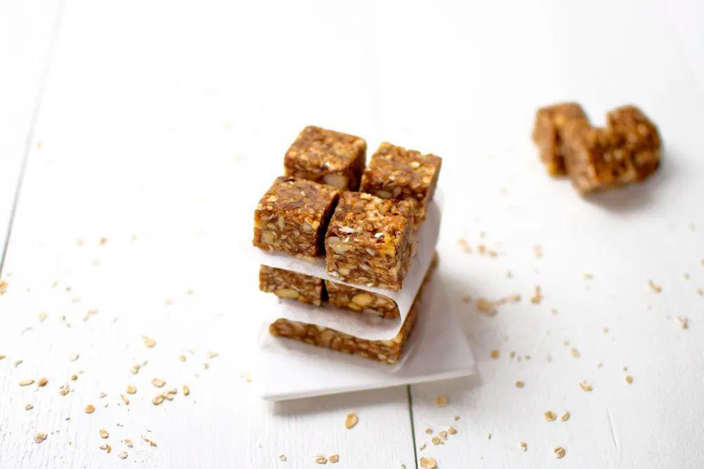 Receta: Barritas energéticas de granola y pasta de almendras blancas