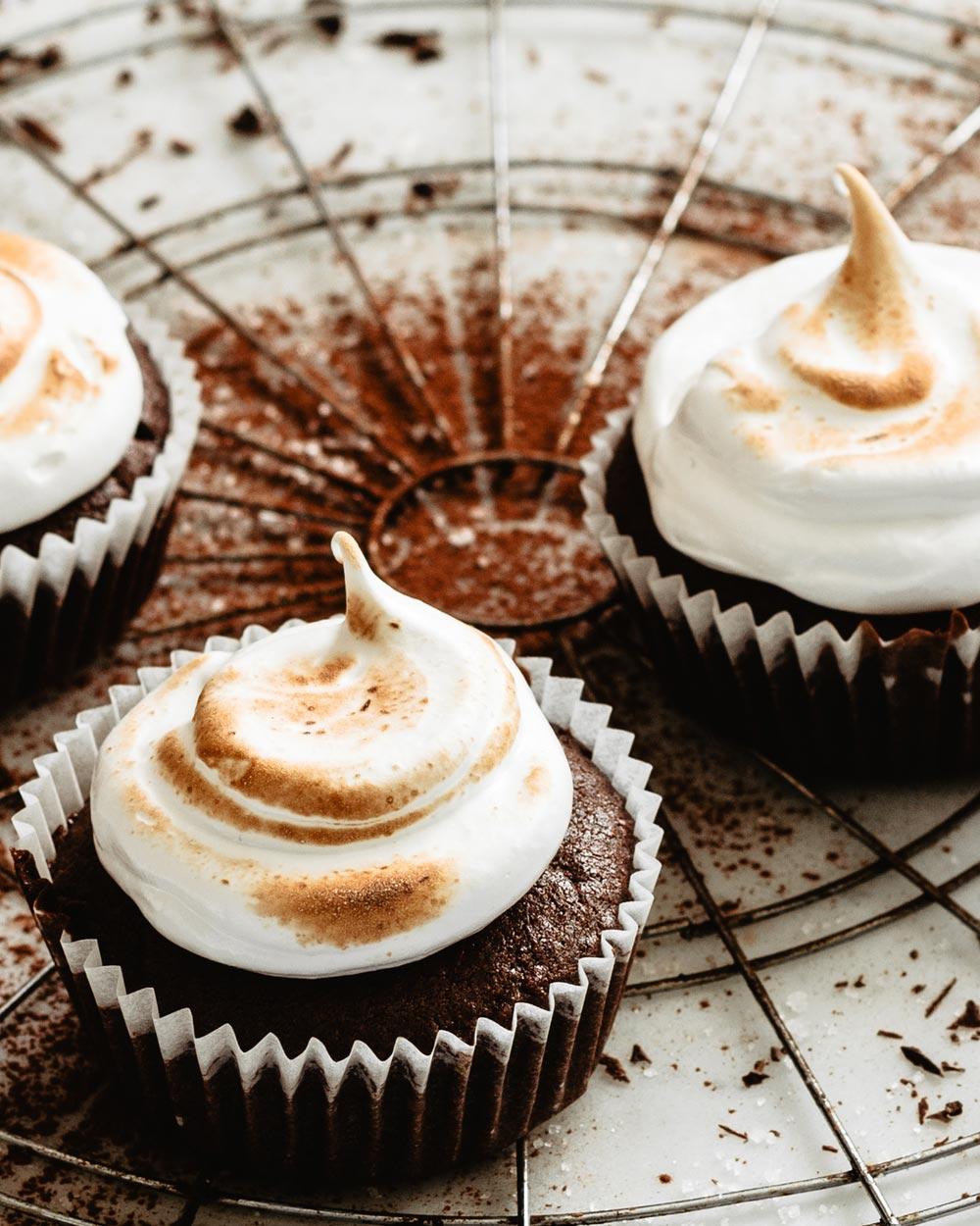Receta: Cupcakes de chocolate y merengue
